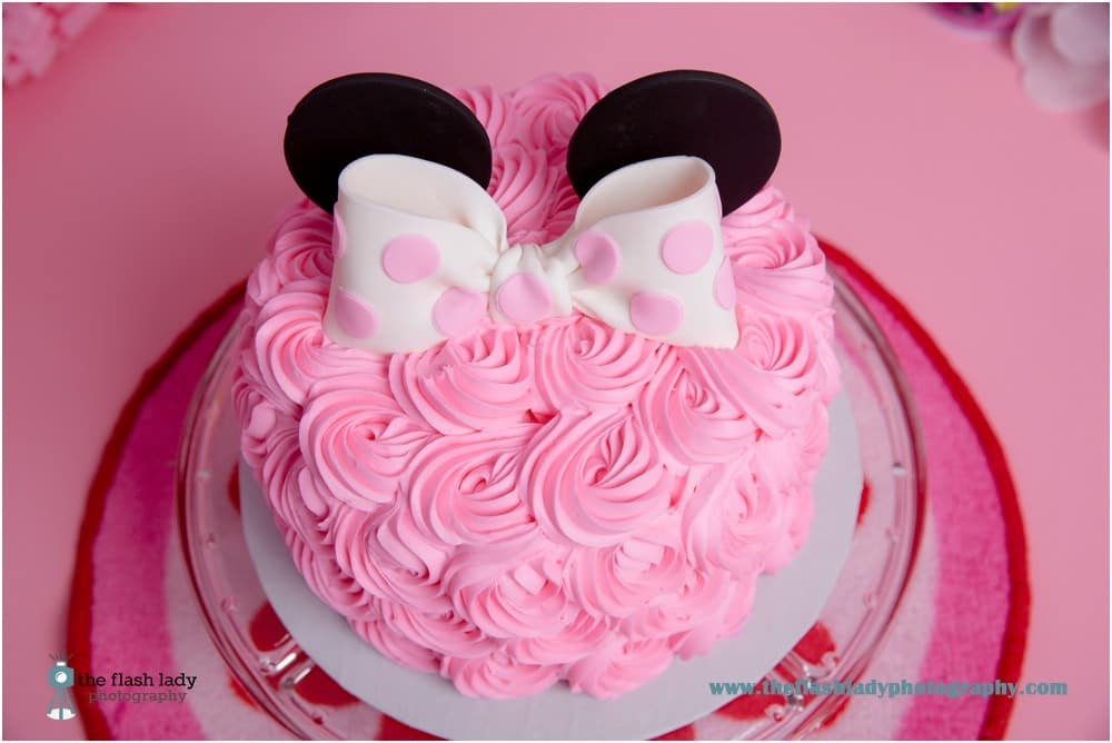 Lulu's Minnie Mouse Cake Smash | The Flash Lady Photography