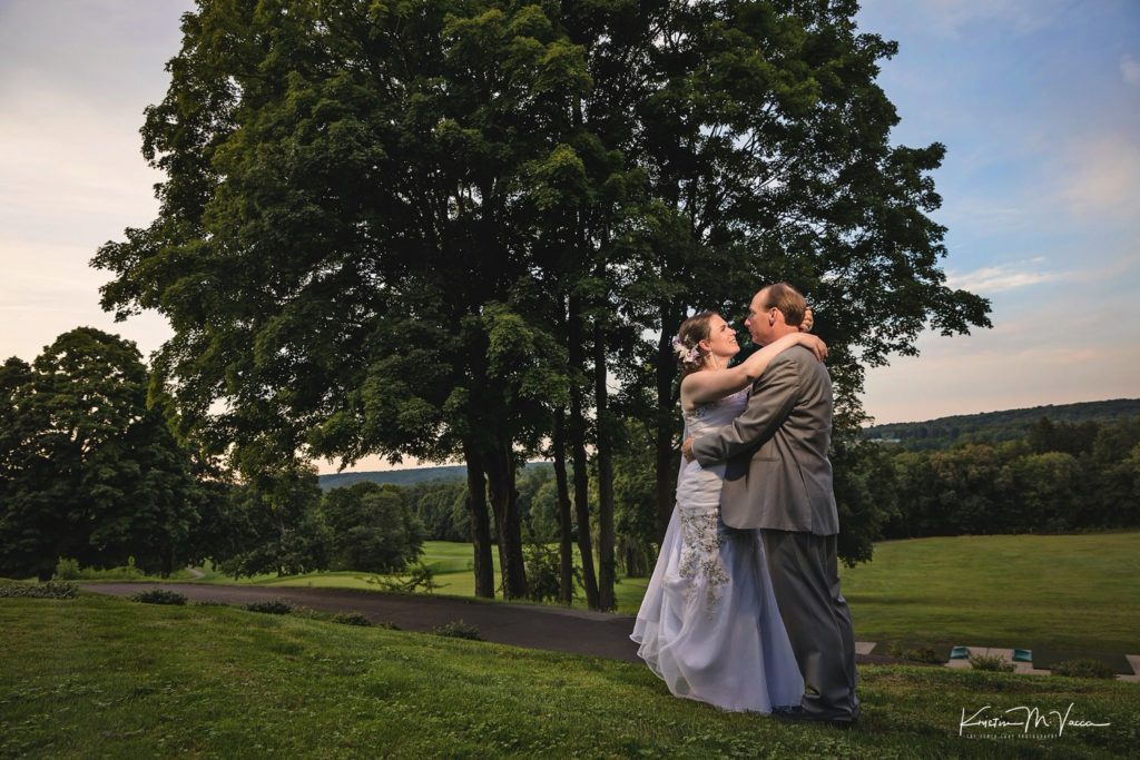 Carolyn & Michael's wedding preview at The Glastonbury Hill Country Club by Connecticut photographer The Flash Lady Photography