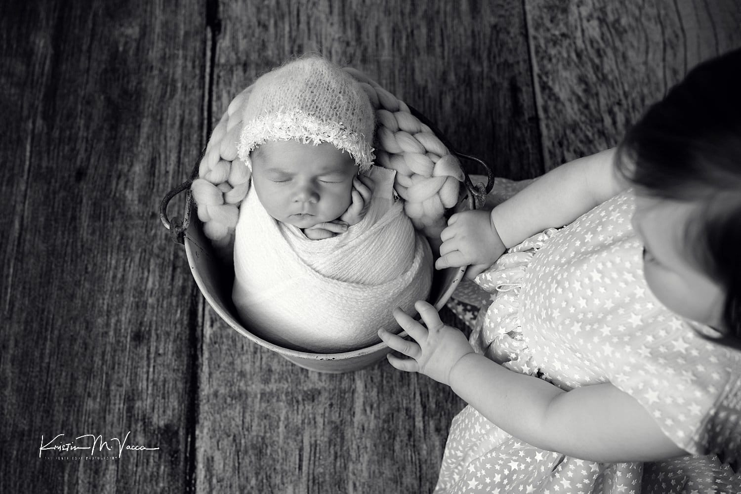 Newborn sibling photos with Charlie & Maddie by West Hartford, CT photographer The Flash Lady Photography