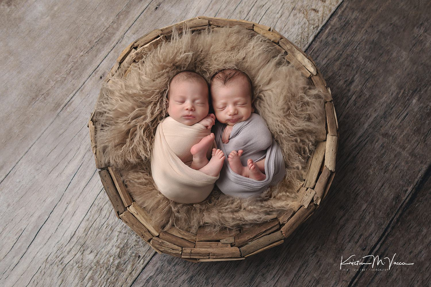 Twin newborn photos from Riley & Dominic's photoshoot by Newington, CT photographer The Flash Lady Photography