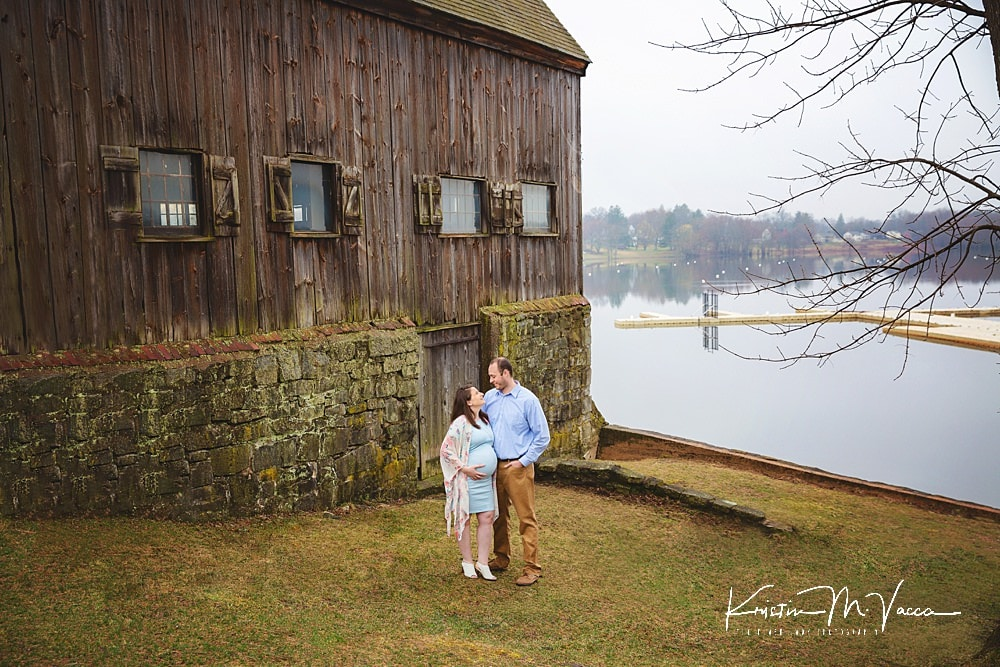 Some of our favorite outdoor maternity portraits of Danielle & Dan by Wethersfield, CT photographer The Flash Lady Photography