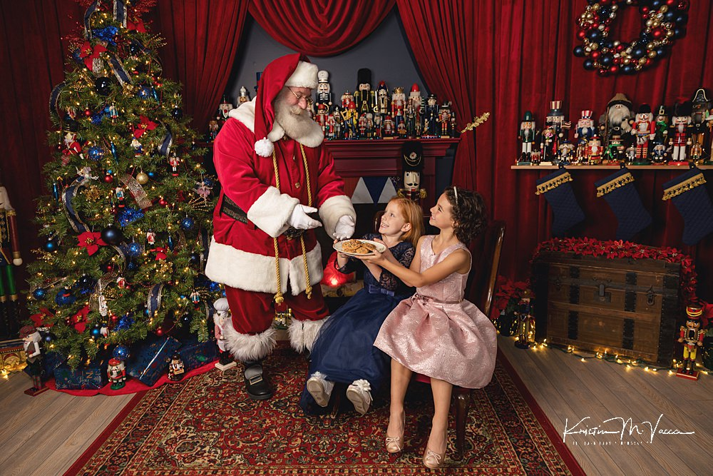 Christmas Photoshoot with Santa, Family, or Pets by The Flash Lady Photography