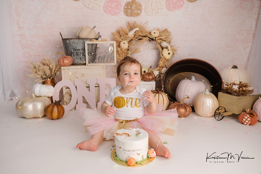 Pink pumpkin cake smash with Grace by The Flash Lady Photography