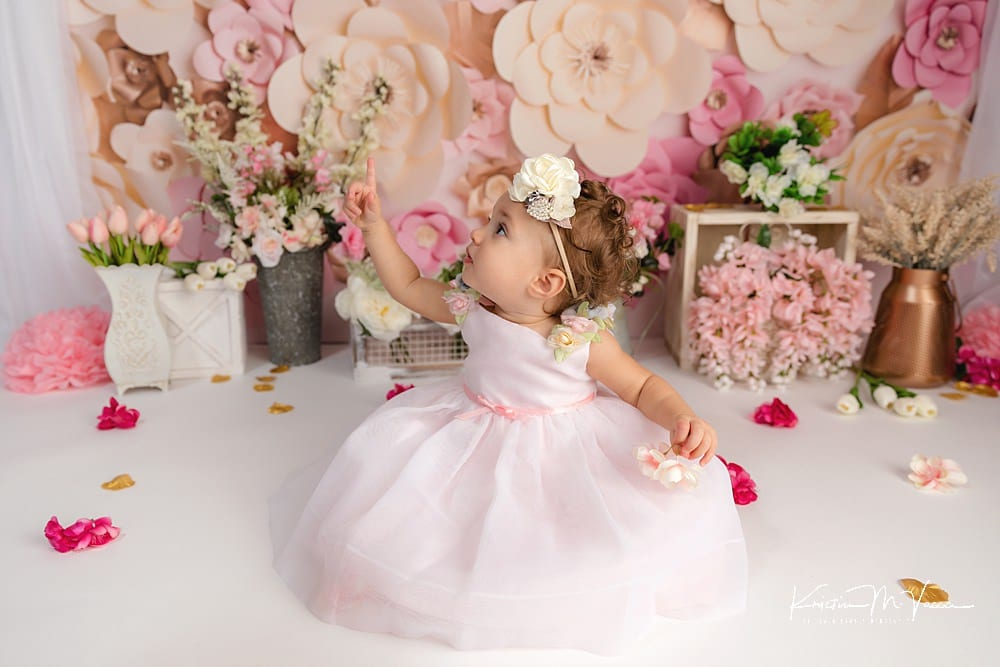 Savannah's pink flowers cake smash with The Flash Lady Photography