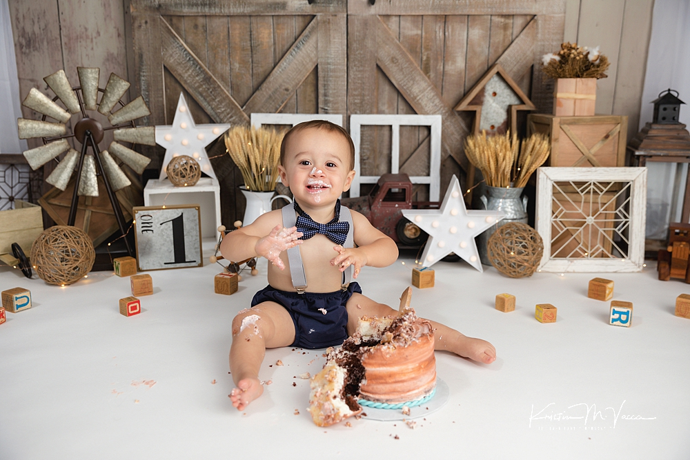 Farmhouse cake smash by The Flash Lady Photography
