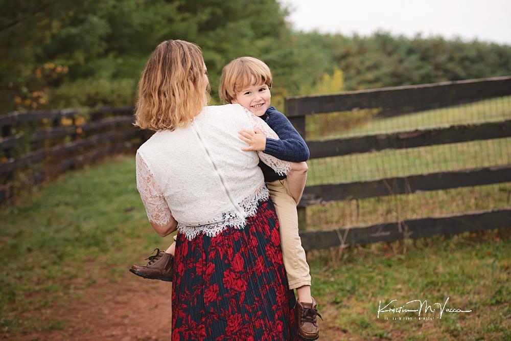 Horse farm family photos by The Flash Lady Photography