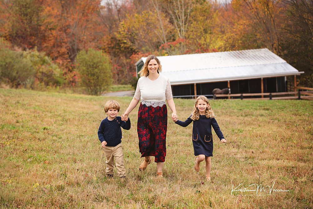 Horse farm family photos by The Flash Lady Photography