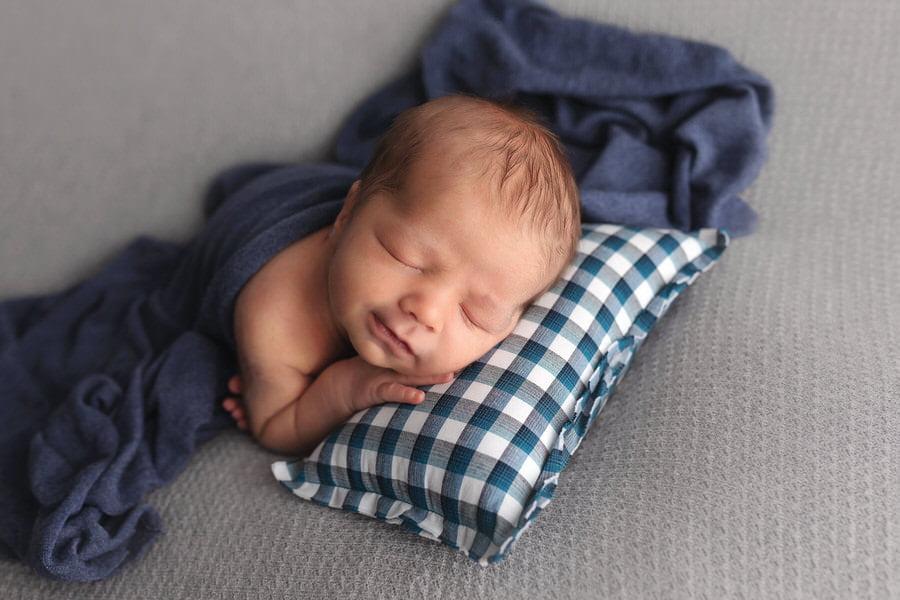 -12Ben-Blue-_-Green-Newborn-Photos