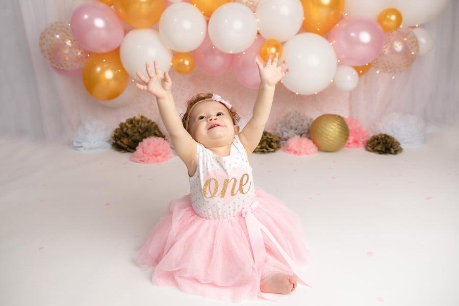 -16Eliana-Pink-_-Gold-Balloon-Garland-Cake-Smash
