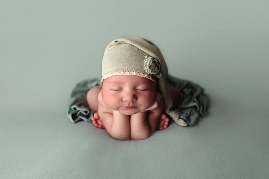 -1Emerson-Sage-Floral-Newborn-Photos