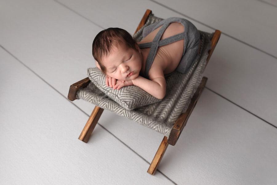 -28Bennett-Green-White-Rustic-Newborn-Photos (1)