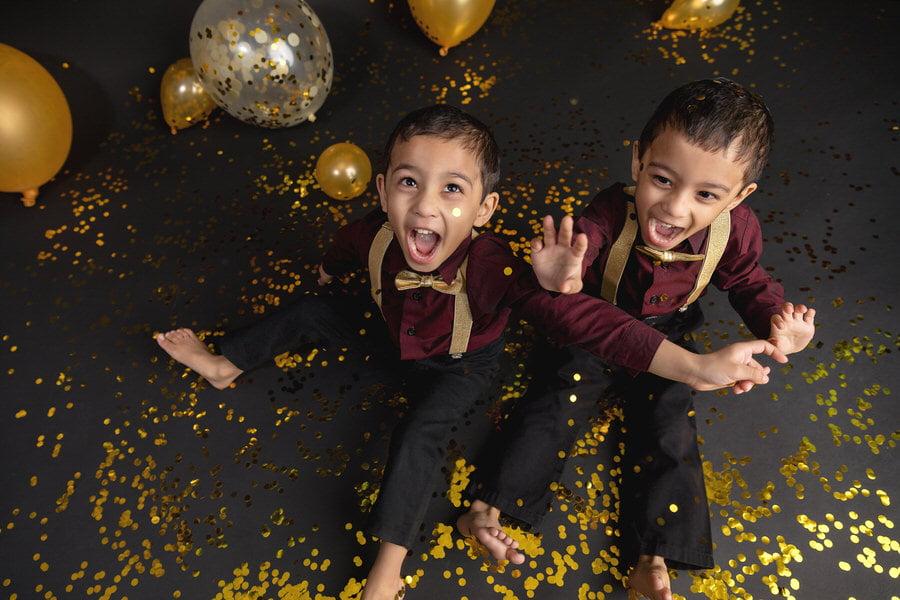 -31Twin-Boys-Glitter-Confetti-Birthday-Photos