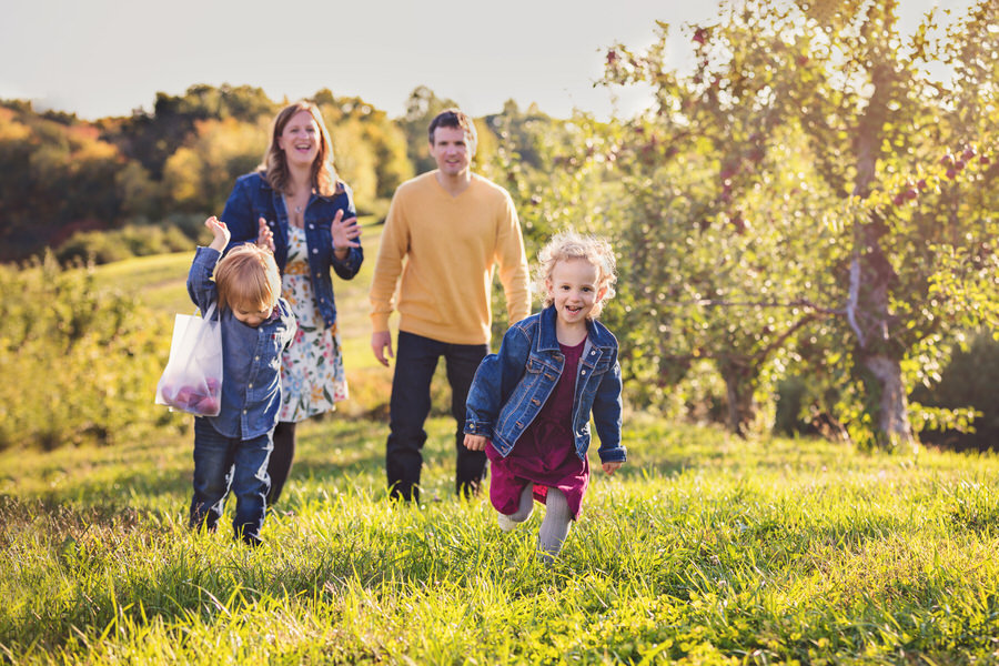 -43McCabe-Family-Apple-Picking-Fall-Photos