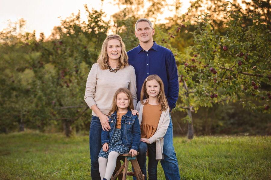 -47Fenton-Family-Apple-Picking-Fall-Photos
