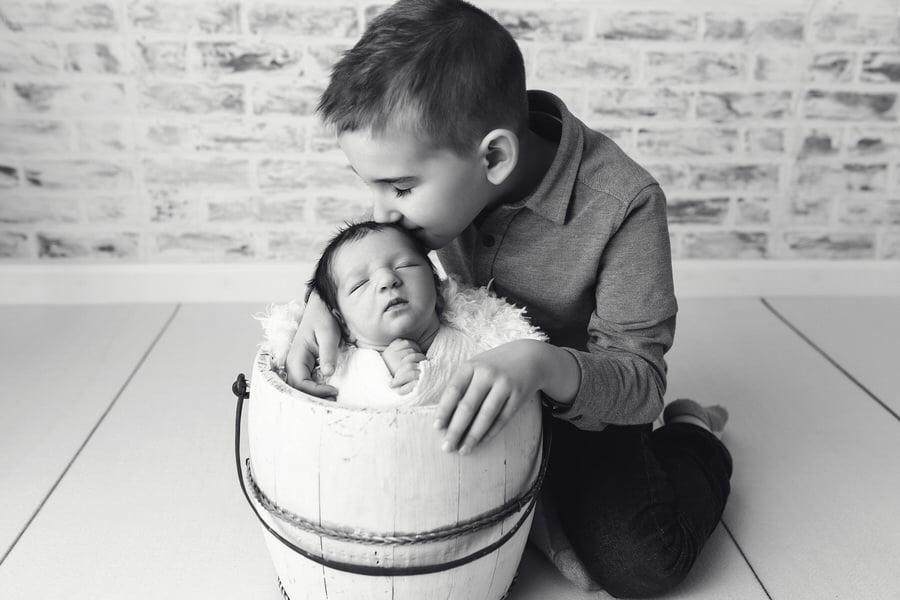 -58Bennett-Green-White-Rustic-Newborn-Photos