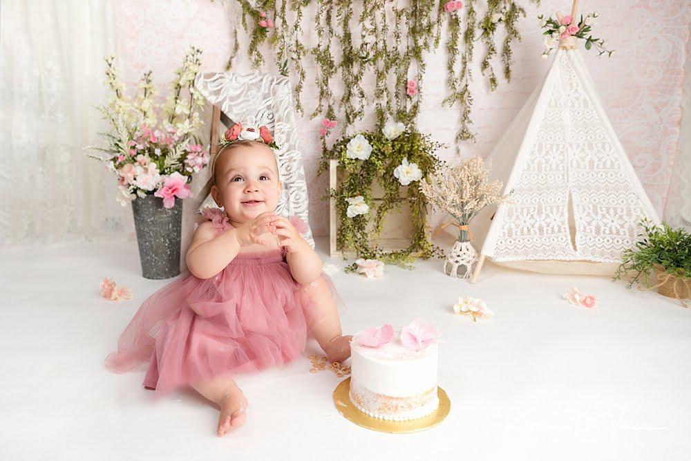 Neutral boho cake smash by The Flash Lady Photography
