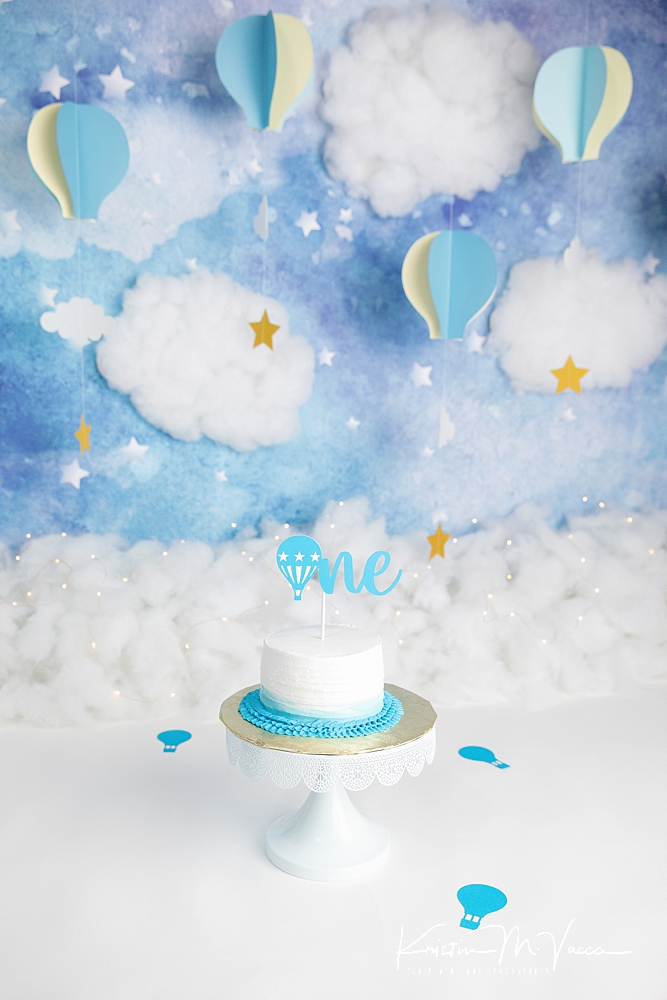 Blue balloon cake smash by The Flash Lady Photography